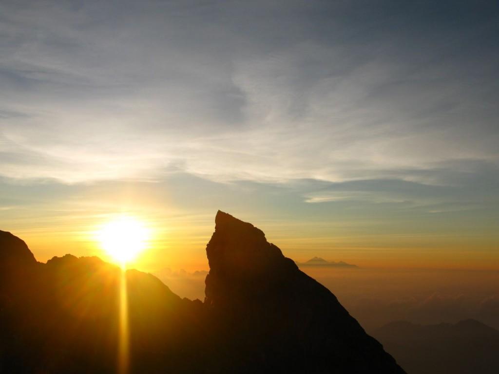 climbing gunung agung in bali
