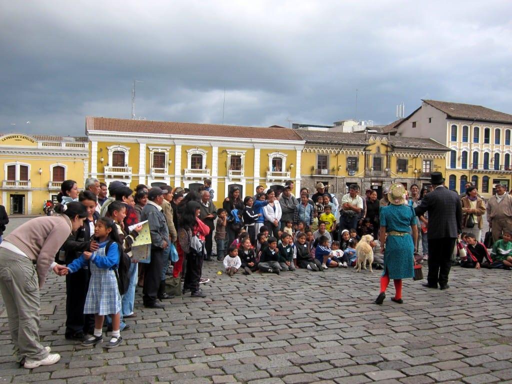plaza san francisco show quito