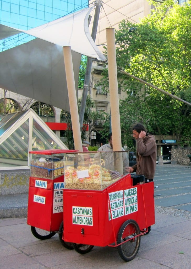 Peanut vendors on 18 de Julio avenue