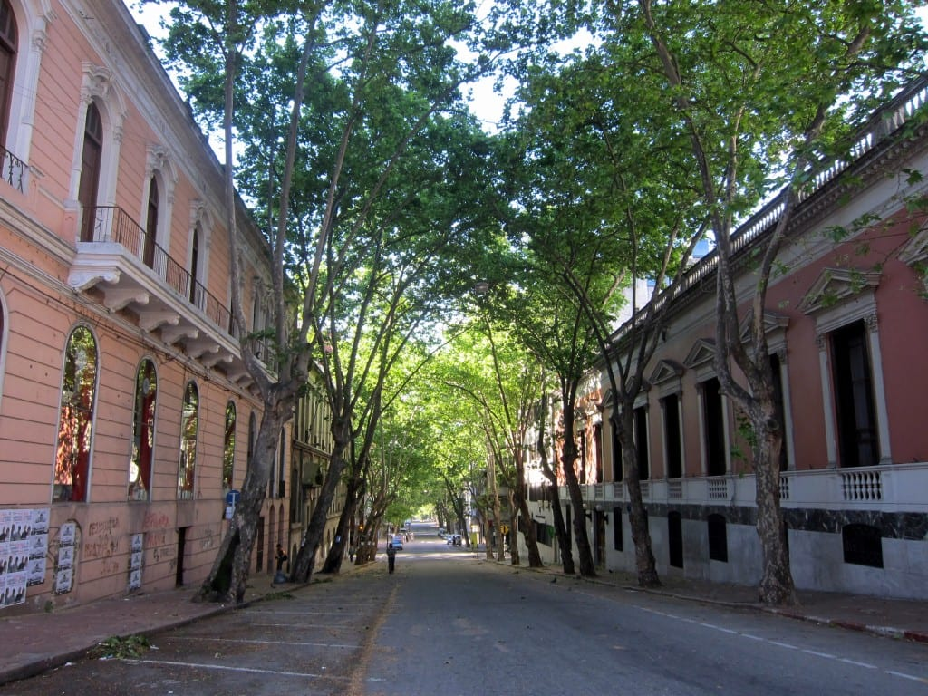 Montevideo, devoid of life in the afternoon