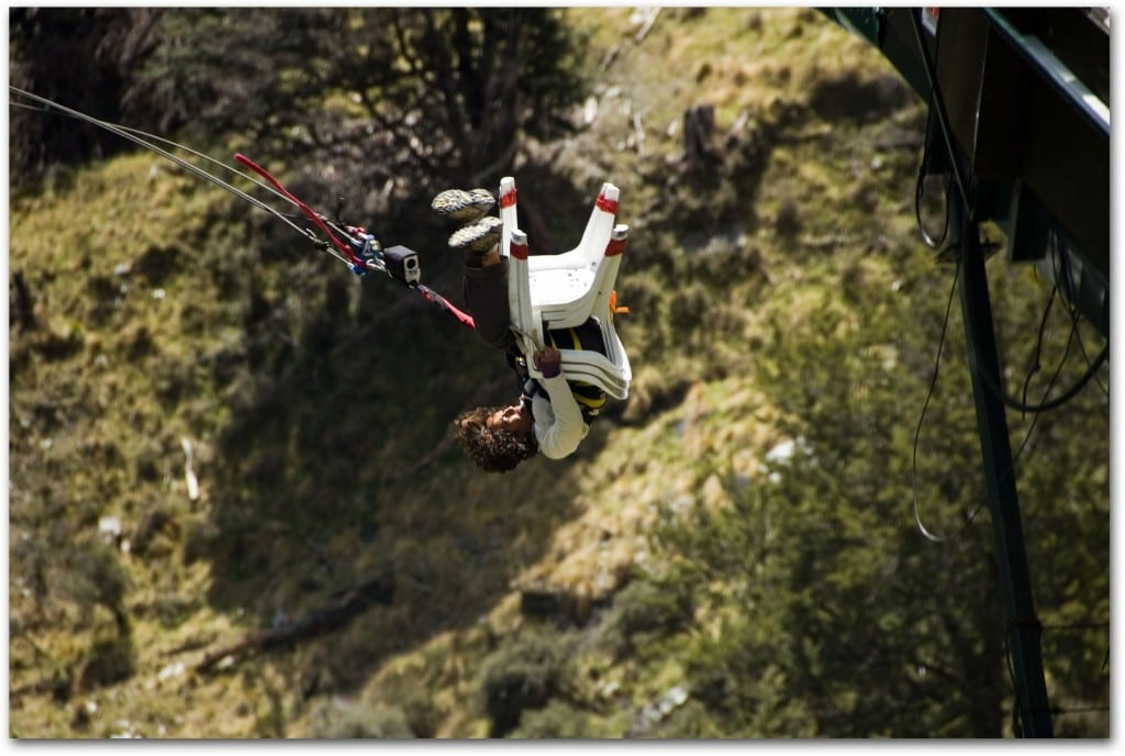 akila Mcconnell bungee jumping