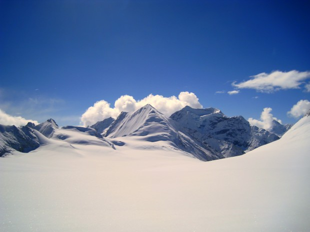 Mountain pass in Makalu, Nepal